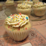 Sweet and extra cute: funfetti cupcakes|Lindos y divertidos: cupcakes funfetti