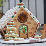 Christmas gingerbread house!|Casita de jengibre navideña!