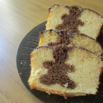 Vanilla cake with gingerbread men inside|Budín de vainilla con hombrecitos de jengibre adentro