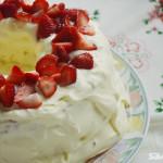 Strawberries and Cream Angel Cake|Torta ángel de frutillas con crema